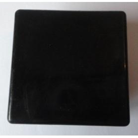 Embout carré à ailettes 50 x 50 plastique noir
